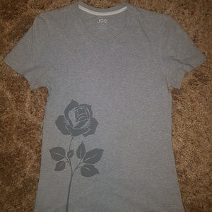 4/$16 | Gray T-Shirt with Rose design